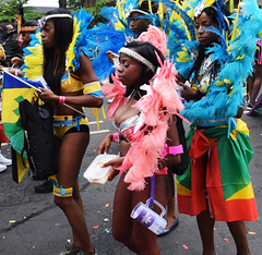 DSC_8053a Notting Hill Caribbean Carnival London Exotic Colourful Pink and Silver Costume with Ostrich Feathers Girls Dancing Showgirl Performers Aug 27 2018 Stunning Ladies (photographer695) Tags: notting hill caribbean carnival london exotic colourful costume girls dancing showgirl performers aug 27 2018 stunning ladies pink silver with ostrich feathers