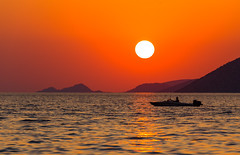 Autumn sunset (Vagelis Pikoulas) Tags: sun sunset porto germeno greece europe attiki attica september autumn 2018 boat tamron 70200mm vc canon 6d sea seascape landscape water reflection reflections colors colours