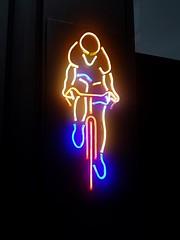 2018-07-27: Yello Jersey Neon (psyxjaw) Tags: london londonist cityoflondon aldgate leadenhall street cycling tour letour tourdefrance bike bicycle race neon sign yellow jersey