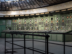 Abandoned control room (NأT) Tags: abandoned abandon abandonné abandonnée abbandonato abbandonata ancien ancienne alone architecture green zuiko explorationurbaine em1 exploration explore exploring empty explo explored rust rusty ruins rotten room trespassing centrale powerplant urbex urban urbain urbaine urbanexploration interdit interior inside olympus omd old oubli oublié oubliée past photography decay decaying derelict dust decayed dusty forgotten forbidden lost light nobody neglected building verlassen closed creepy memories history factory inexplore