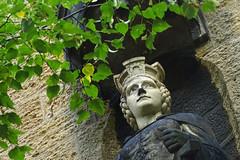 Goslaria am Lindengrün (niedersachsenfoto) Tags: standbild sandsteinfigur skulptur schule goslar niedersachsenfoto