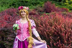 Sigurtà 2018 (Anya Rose Photography) Tags: cosplay cosplayitalia costume parco giardino sigurtà disney rapunzel tangled diseycosplay blonde flowers