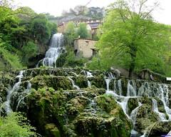 Orbaneja del Castillo (santiagolopezpastor) Tags: espagne españa spain castilla castillayleón burgos provinciadeburgos village waterfall water agua cascada