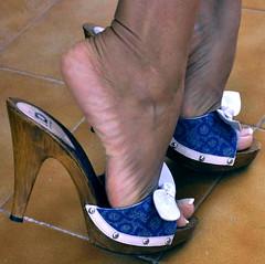sexy mules on sexy feet! (pbass156) Tags: mules slides sexy sandals sandalias suckable toes toefetish toenails teasing toepolish feet footfetish foot paintedtoes pedicure painted pedi