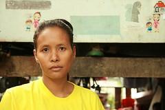 serious woman (the foreign photographer - ฝรั่งถ่) Tags: serious woman khlong thanon portraits bangkhen bangkok thailand canon