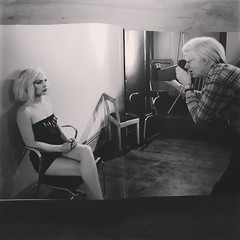 20180818_21 Zwolle (NL) Andy Warhol shooting Debbie Harry at the Factory in NYC. From the book Andy Warhol polaroids.
