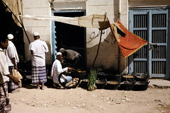 Merchants (motohakone) Tags: jemen yemen arabia arabien dia slide digitalisiert digitized 1992 westasien westernasia ٱلْيَمَن alyaman