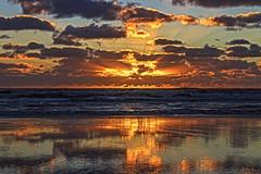 A moment of beauty (Wal Wsg) Tags: amomentofbeauty unmomentodebelleza rayosdelsol amanecer amanece alba dawn aurora nubes nube clouds cloud cielo cieloargentino sky heaven paisaje paisajeargentino argentina provinciadebuenosaires mardeajo laplaya mar sea agua water sol sun canoneosrebelt6i canon phwalwsg argentinamardeajo sunlight