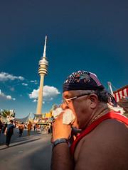 Menschen im Olympiapark Sommer 18 - Party im Park (162).jpg (Ralphs Images) Tags: streetphotography moods mft menschen olympuszuikolenses ralph´simages stimmungen panasoniclumixg9