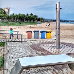 S'acabat l'estiu  - The end the sun (Miquel Lleixà Mora [NotPRO]) Tags: mataróbeach beach platja sorra dutxes contenidors fi end urbanlandscape paisatgeurbà mobiliariurbà