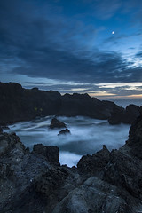 The moods that the day sets (Zeb Andrews) Tags: canon5dmarkii digital oregon oregoncoast twilight bluehour zaahphoto pacificnorthwest blue pacificocean moonrise