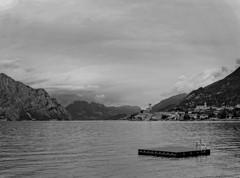 Lago di garda (pogona) Tags: gx8 lumix panasonic 14140mm noir noiretblanc blanc blackandwhite black white malcesine lagodigarda lacdegarde tdb thierrydebleye pogona paysage landscape