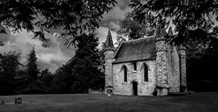 Moot Hill (scrimmy) Tags: scotland scone stoneofdestiny sconepalace moothill chapel
