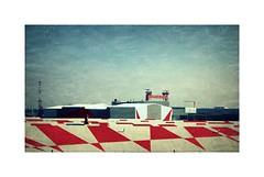 St Nazaire.... (kate053 (peu présente)) Tags: stnazaire trianglesdevarini terrasse rougeblanc chantier port océan navires construction