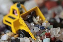 MM || PRECIOUS CARGO || KOSTBARE LADING (Anne-Miek Bibbe) Tags: macromondays rock stenen gemstones canoneos700d canoneosrebelt5idslr annemiekbibbe bibbe nederland 2018 speelgoed toy spielzeug giocattoli juguetes bringuedos jouets matchbox gesteente