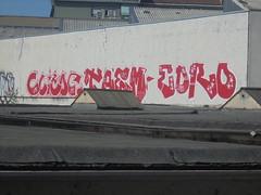 383 (en-ri) Tags: clitor taem edro uao crew xvii 17 2017 arrow rosso bianco torino wall muro graffiti writing