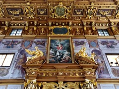 The Golden Room wall in Augsburg (ANBerlin) Tags: goldenersaal rahmen frame linien lines fenster windows abstrakt abstract struktur structure symmetrie symmetry haus house städtisch urban stadt city sehenswürdigkeit pointofinterest pov innen indoor inside historisch historical gemälde painting wand wall ausergewöhnlich extraordinary raum room architektur architecture gebäude building goldeneszimmer goldenhall goldenroom rathaus townhall deutschland germany bayern bavaria augsburg altstadt oldtown rathausplatz anb030 shotoniphone iphotography iphonography 8plus iphone8 iphone apple
