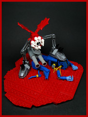 Conquest (Karf Oohlu) Tags: lego moc mecha droid fight victor victim crushedhead predator prey vignette battle