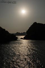 Halong Bay, Vietnam (Tamara L. Leguizamón) Tags: halonbay vietnam agua water ship barcos bay asia sudeste sunset sea bahia