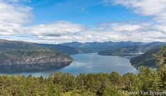 Onderweg in Noorwegen (Chantal van Breugel) Tags: landschap noorwegen fjord bergen reflecties view juli 2018 canon5dmark111 canon24105