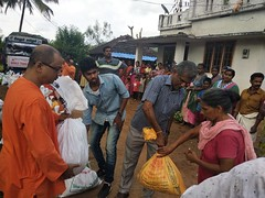 """Kerala Flood Relief Work by Ramakrishna Mission, Coimbatore <a style=""""margin-left:10px; font-size:0.8em;"""" href=""""http://www.flickr.com/photos/47844184@N02/42700557190/"""" target=""""_blank"""">@flickr</a>"""