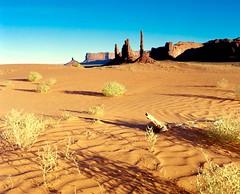 Monument Valley (GOJR.) Tags: film vintage analog 6x7 meduimformat monumentvalley travel kodakektar100 mamiya65mmf4la mamiyarz67proii