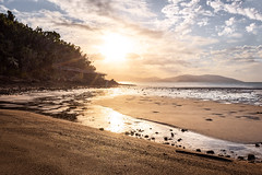 Long Island - low tide (Rafael Zenon Wagner) Tags: ebbe sonnenuntergang australien korallen meer spiegelung wasser sonne gegenlicht nikon 28mm low tide sundown australia coral sea reflexion water sun backlight beach