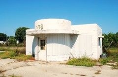 Former Gas Station - Rock Falls, Illinois (Cragin Spring) Tags: rockfalls rockfallsil rockfallsillinois illinois il midwest unitedstates usa unitedstatesofamerica building architecture gasstation abandoned