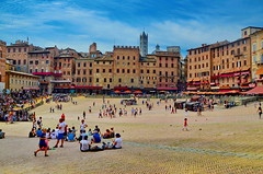 Siena, Piazza del Campo (gerard eder) Tags: world travel reise viajes europa europe italy italia italien tuscany toscana toskana city ciudades cityscape cityview urban urbanlife urbanview städte stadtlandschaft street streetlife streetart siena piazzadelcampo piazza paisajes panorama outdoor oldcity