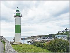 Phare - Doelan sur mer (Lovetostitch) Tags: lighthouse phare brittany finistere doelansurmer sea coast colour greenandwhite green white tower light inlet village shoreline shore holiday 2018 august
