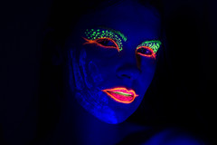 Handy (VisualTheatrics) Tags: uvreactuve uv neon neonportrait photography photograph pointofview people portrait portraits portraiture photo pov beautiful beauty dslr detail digitalphotography design dailylife different moody mood makeup makeupartistry makeupart canon