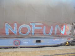 386 (en-ri) Tags: nofun rosso azzurro train torino graffiti writing treno merci freight