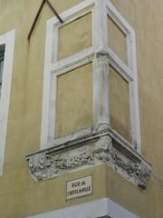 DSC01431 (dottyvdb) Tags: sculptures gard nimes architecture detail