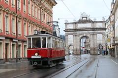 2018-09-01, Innsbruck, Triumphpforte (Maria-Theresien Strasse) (Fototak) Tags: tram strassenbahn innsbruck tirol austria ivb tmb 1