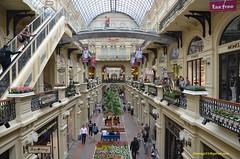 GUM (hamid-golpesar) Tags: gom gum shopingmall shopping departmentstore moscow moskva russia iran owaysee tabriz travel hamid hamidowaysee hamidgolpesar people indoor