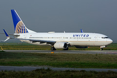 N12218 (United Airlines) (Steelhead 2010) Tags: unitedairlines boeing b737 b737800 yyz nreg n12218