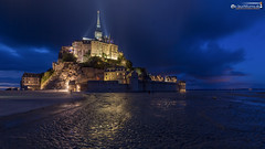 Mont Saint Michel during the blue hour (dieLeuchtturms) Tags: gezeiten normandie 16x9 strand meer europa montstmichel blauestunde nacht atlantik ärmelkanal abtei frankreich langzeitbelichtung ebbe englishchannel europe france normandy abbey beach bluehour longexposure longtimeexposure lowtide night sea tides lemontsaintmichel fr