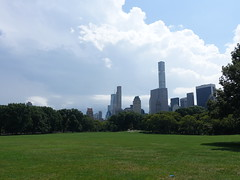 201808036 New York City Central Park and Midtown (taigatrommelchen) Tags: 20180832 usa ny newyork newyorkcity nyc manhattan midtown uppereastside centralpark clouds icon city skyline park