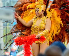 A summer-carnival queen (Robica Photography) Tags: robicaphotography d3200 2018 streetphotography straatfotografie street rotterdam rotterdamcity rotterdamcitycentre woman face cheerful dress portrait summercarnival zomercarnaval queen feathers hat jewellery colourful parade costume sunny
