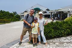 BM7Q3487.jpg (Idiot frog) Tags: child travel kid boy cute family aquarium japan okinawa