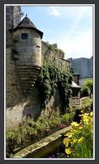 Promenade dans les rues de Quimper (myvalleylil1) Tags: france bretagne concarneau architecture fleurs brittany
