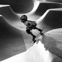 Go Girl! (Torsten Reimer) Tags: usa helmet skateboarding losangeles mädchen california unitedstatesofamerica girl skatepark monochrome schatten veniceskatepark shadows sport northamerica schwarzweis blackandwhite venice hair unitedstates us