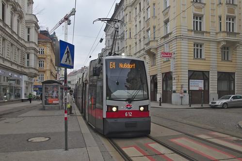 2018-02-18 AT Wien 09 Alsergrund, Porzellangasse, Hst Seegasse, B 612 Linie E4