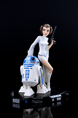 Princess Leia & R2-D2 | Statue | Gentle Giant (leadin2) Tags: canon 2018 gentle giant statue wars maquette starwars star a new hope princess leia r2d2 animated