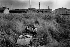 secret 735 (soyokazeojisan) Tags: japan bw city people blackandwhite monochrome analog olympus om2 28mm film trix kodak memories 1970s 1976 pixoom