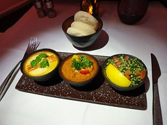 QR Inflight Meal: Signature Appetizer - Arabic Mezze (:Dex) Tags: qatarairways qr inflightmeal food arabicmezze appetizer bread yummy businessclass