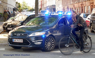 Girl on bike speeds past Police Mondeo on call out to violent incident