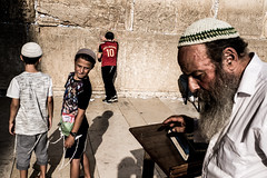 Prayers-DSC_7738 (thomschphotography3) Tags: israel jerusalem westernwall klagemauer streetphotography boys prayers praying shadows man oldman children