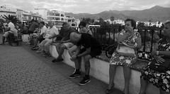 descanso del orador / the prayor's rest (Musgo Rojo) Tags: bw panasonic leica lx3 blanco y negro nerja malaga costa del sol street photography