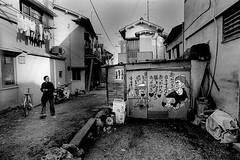 Happily! 735 (soyokazeojisan) Tags: japan bw street city people blackandwhite monochrome analog olympus om2 28mm film trix kodak memories 1970s 1976